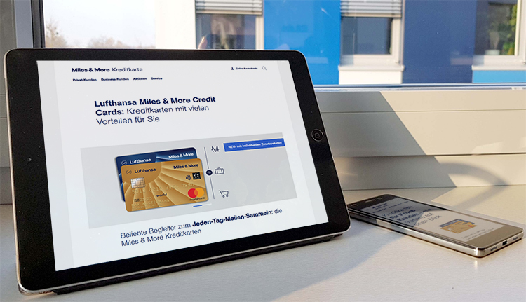 Website der Lufthansa Miles & More Credit Card auf einem Tablet